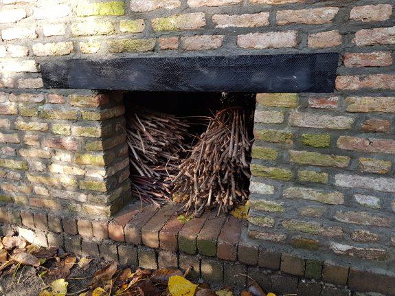 De musterds hout liggen te drogen